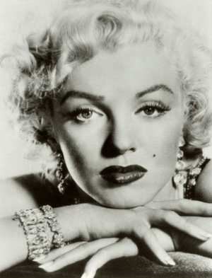 marilyn monroe researchpaper Essays & papers audrey flack`s marilyn (vanitas) (1977) - paper example rather, the painting warns against seeing only the transitory surface in the true marilyn monroe, in women, in life, in one' self.