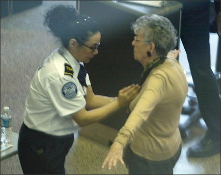 http://www.dvorak.org/blog/wp-content/uploads/2008/09/tsa_breast_groping1.jpg