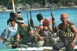 somali_pirates_in_ship.jpg
